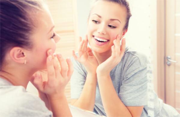 生コラーゲン美容液で小じわ予防効果を。